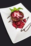 Deserto doce saboroso com doce de framboesa Imagens de Stock