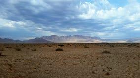 Deserto e montagne di Namib dopo pioggia Fotografia Stock