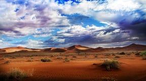 Deserto e nubi Fotografia Stock Libera da Diritti