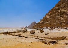 Deserto e pirâmide arruinada Fotografia de Stock