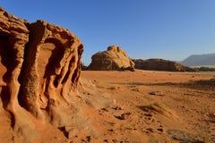 Deserto no nascer do sol - Jordânia de Wadi Rum imagem de stock royalty free