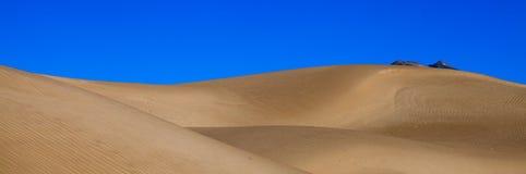 Deserto pelo rio de Yarlung Imagem de Stock Royalty Free