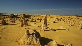 Deserto POV dos pináculos vídeos de arquivo