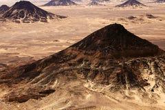 Deserto preto em grande Sahara, Egipto ocidental Imagem de Stock