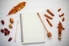 Deseru tło i menu projekt Różnorodne dokrętki pecan, migdał Obraz Stock