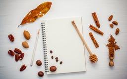 Deseru tło i menu projekt Różnorodne dokrętki pecan, migdał Zdjęcia Stock
