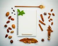 Deseru tło i menu projekt Różnorodne dokrętki pecan, migdał Zdjęcia Royalty Free