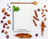Deseru tło i menu projekt Różnorodne dokrętki pecan, migdał Fotografia Stock