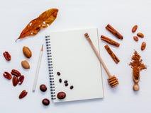 Deseru tło i menu projekt Różnorodne dokrętki pecan, migdał Obraz Royalty Free