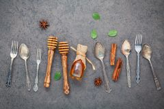 Deseru tło i menu projekt Metali naczynia, miodowy dippe Obrazy Stock