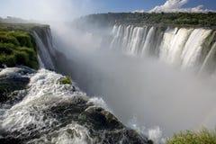 Desfiladeiro da garganta dos diabos em Iguazu Falls Fotos de Stock