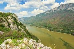 Desfiladeiro de Danúbio, Cazanele Mari National Park na beira Romeno-sérvio Fotos de Stock Royalty Free