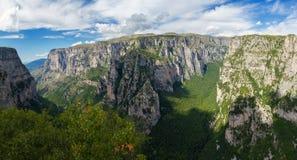 Desfiladeiro de Vikos do ponto de vista de Oxya Foto de Stock