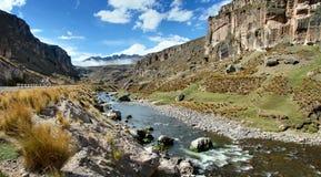 Desfiladeiro do rio de Macusani, departamento de Puno, Peru Fotografia de Stock Royalty Free