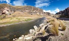 Desfiladeiro do rio de Macusani, departamento de Puno, Peru Fotos de Stock Royalty Free