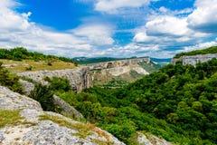 Desfiladeiro profundo e estreito na montanha Fotografia de Stock