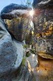Desfiladeiros rochosos pelo por do sol Fotos de Stock