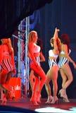 Desfiladero modelo del podio de las muchachas de la ropa interior Imágenes de archivo libres de regalías