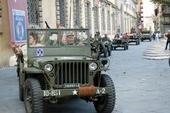 Desfile americano de los vehículos militares de los soldados Imagenes de archivo