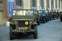 Desfile americano del vehículo militar de los soldados Imagenes de archivo