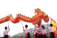 Desfile asiático de la danza del draon Fotos de archivo libres de regalías