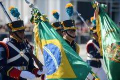 desfile cívico militar que celebra la independencia del Brasil imagenes de archivo