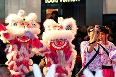 Desfile chino 2011 de la noche del Año Nuevo de Int'l Imagenes de archivo
