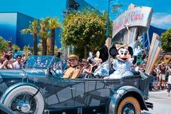 Desfile con Mickey Mouse Foto de archivo libre de regalías