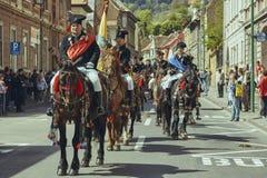 Desfile de Junii Brasovului, Brasov, Rumania foto de archivo libre de regalías