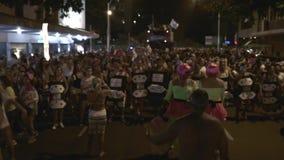 Desfile de la calle del carnaval en Copacabana almacen de metraje de vídeo