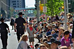 Desfile 2014 de la precipitación de Calgary -- la demostración al aire libre más grande en la tierra imagenes de archivo