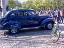 Desfile de los coches del vintage Imagen de archivo libre de regalías