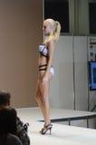 Desfile de moda Autumn Blonde da expo de Moscou Lingrie Imagens de Stock Royalty Free