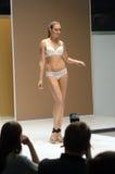Desfile de moda Autumn White Lingrie Sexy Desire da expo de Moscou Lingrie Imagens de Stock