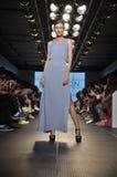 Desfile de moda da herança de Halston Foto de Stock
