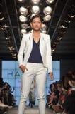 Desfile de moda da herança de Halston Imagens de Stock