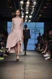 Desfile de moda da herança de Halston Imagem de Stock