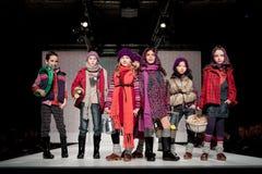 Desfile de moda das crianças Imagens de Stock