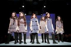 Desfile de moda das crianças Foto de Stock