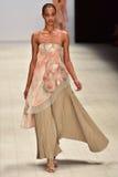 Desfile de moda de Jessica Van Imagenes de archivo