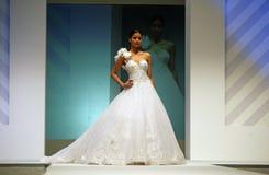 Desfile de moda de las alineadas de boda fotografía de archivo