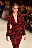 Desfile de moda de Oscar de la Renta fotos de stock