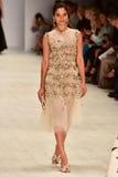 Desfile de moda de Oscar de la Renta imagem de stock royalty free