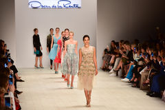 Desfile de moda de Oscar de la Renta foto de stock
