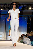 Desfile de moda de Saks Fifth Avenue foto de archivo
