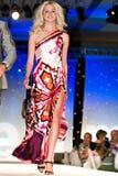 Desfile de moda de Saks Fifth Avenue Foto de archivo libre de regalías