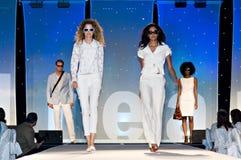 Desfile de moda de Saks Fifth Avenue Imagens de Stock