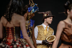 Desfile de moda en la prolongación del andén durante el salón du chocolat de la exposición Imágenes de archivo libres de regalías