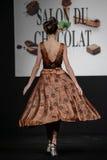 Desfile de moda en la prolongación del andén durante el salón du chocolat de la exposición Fotos de archivo libres de regalías