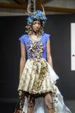 Desfile de moda en la prolongación del andén durante el salón du chocolat de la exposición Imagen de archivo libre de regalías